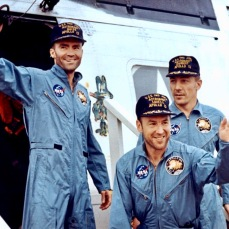 apollo-13-astronauts-on-the-u-s-s-iwo-jima