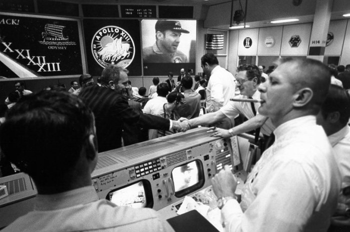 gene-kranz-celebrates-safe-recovery-of-apollo-13
